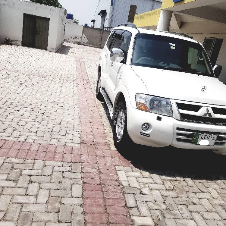 Mitsubishi Pajero Gls: Mitsubishi Pajero GLS 2.8D 2005 For Sale In Lahore