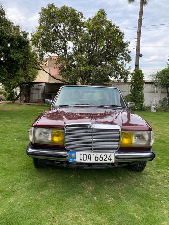 Mercedes Benz 200 D 1980 Image-1