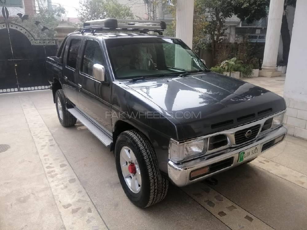 Nissan Pickup 1992 Image-1