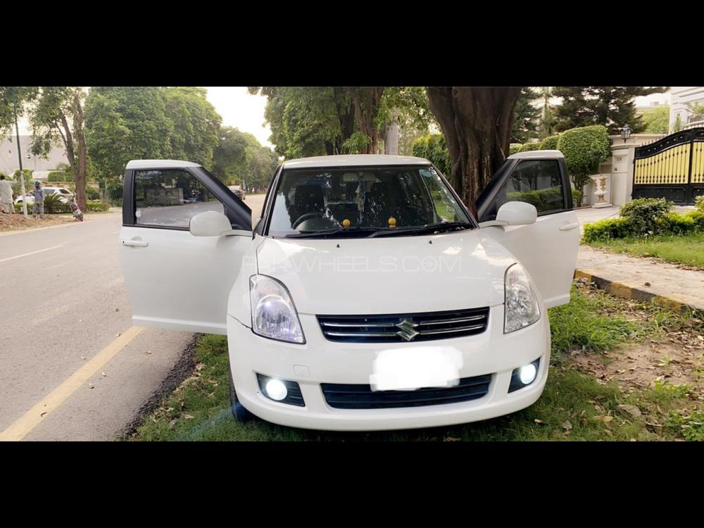 Suzuki Swift DLX Automatic 1.3 Navigation 2019 Image-1