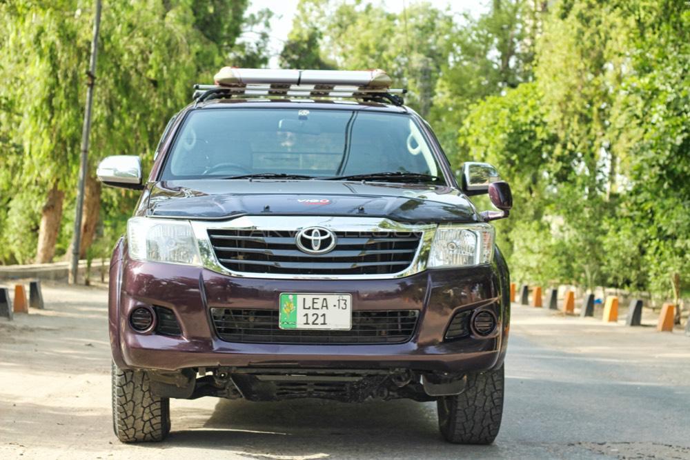 Toyota Hilux Vigo V 2012 Image-1