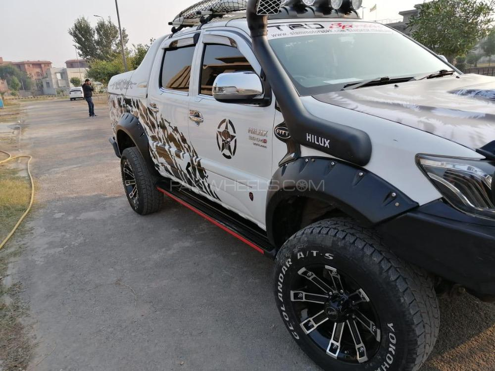 Toyota Hilux - 2016  Image-1