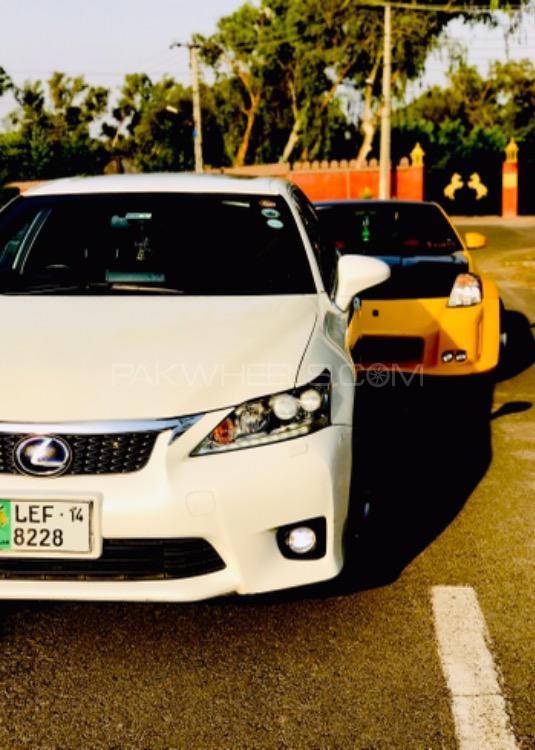 Lexus CT200h - 2014  Image-1
