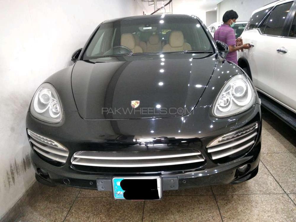 Porsche Cayenne Base Model 2014 Image-1