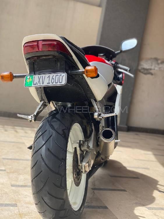 Yamaha YZF-R6 2000 Image-1