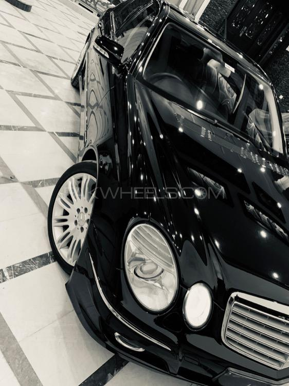 Mercedes Benz E Class - 2008  Image-1