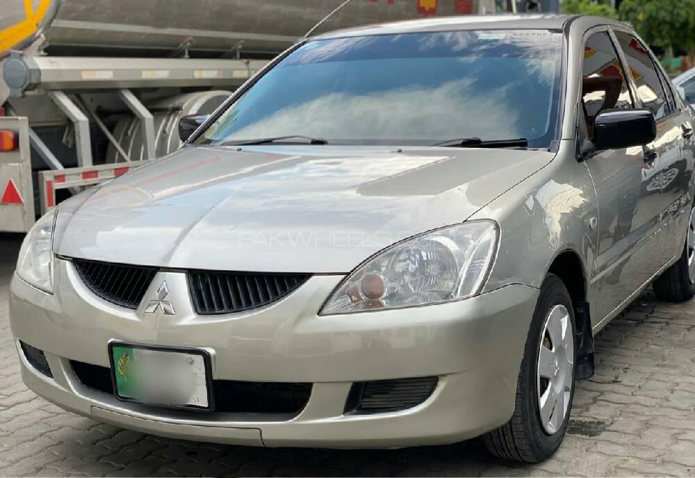 Mitsubishi Lancer GL 2004 Image-1