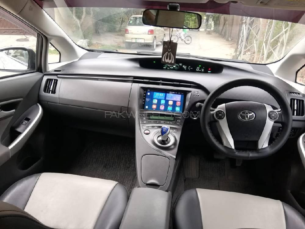 Toyota Prius S Touring Selection GS 1.8 2011 Image-1