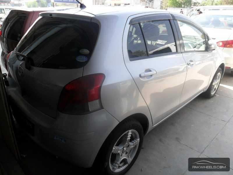 Toyota Vitz 2011 Image-3