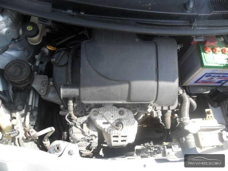 Toyota Vitz 2011 Image-6