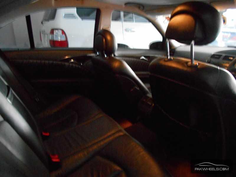 Mercedes Benz E Class E270 CDI 2004 Image-6