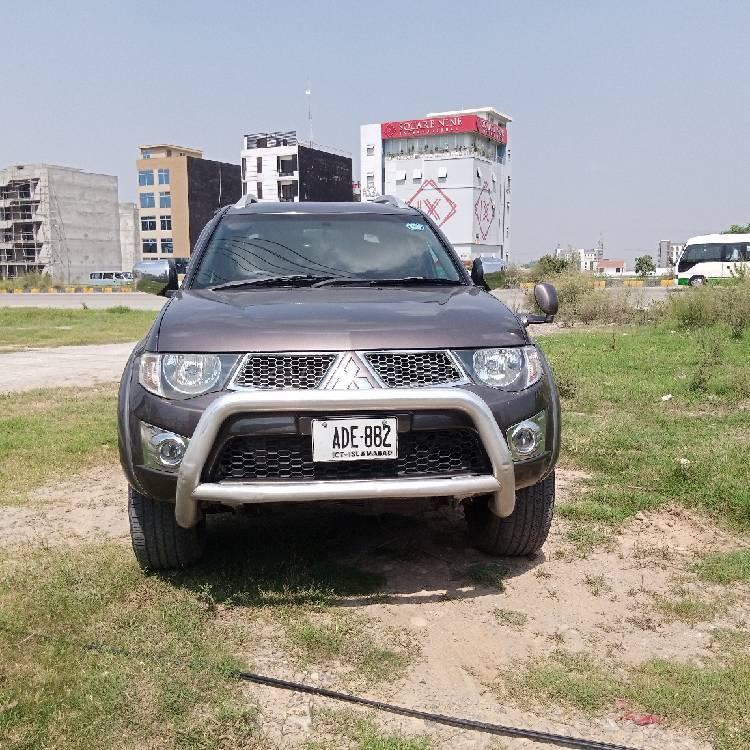 Mitsubishi Triton GLX-R 2010 Image-1