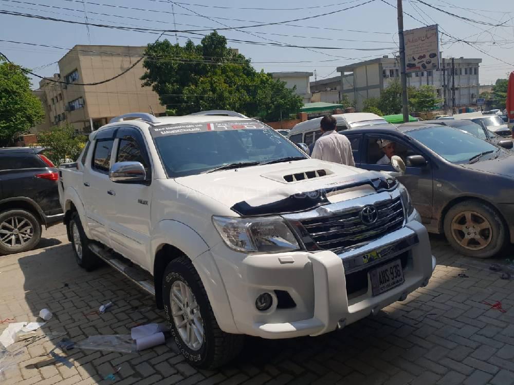 Toyota Hilux D-4D 2014 Image-1