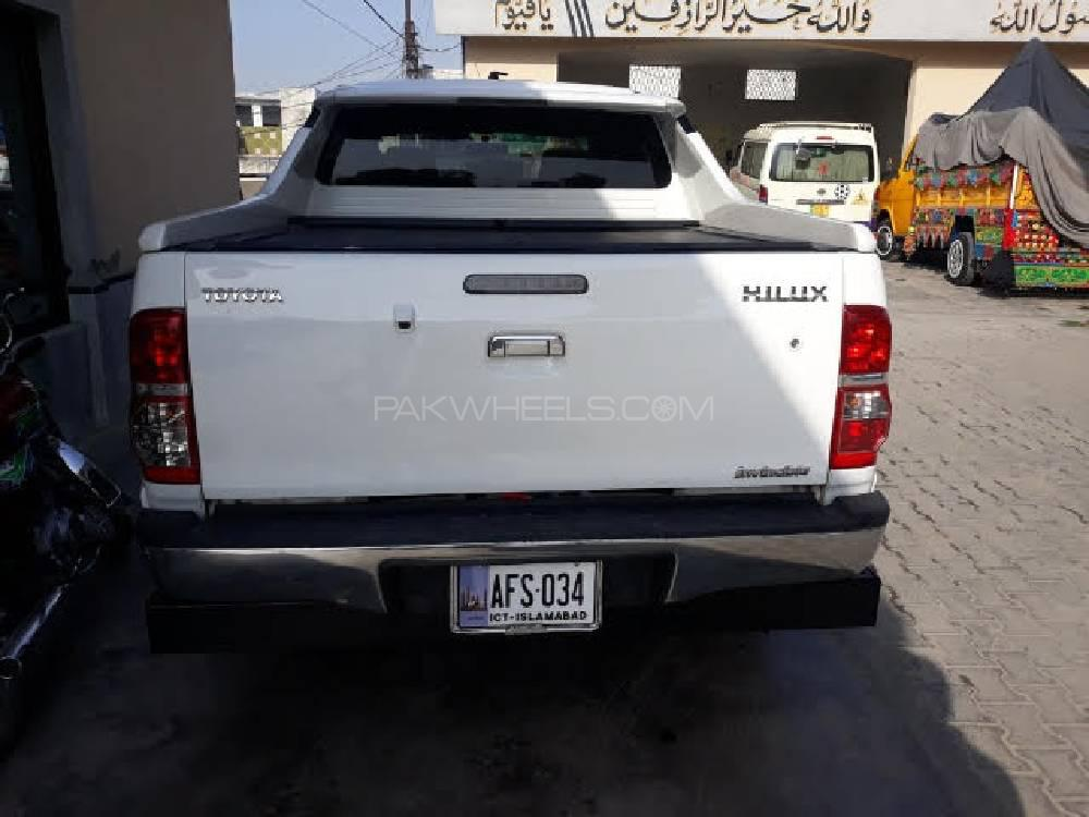 Toyota Hilux Invincible 2015 Image-1