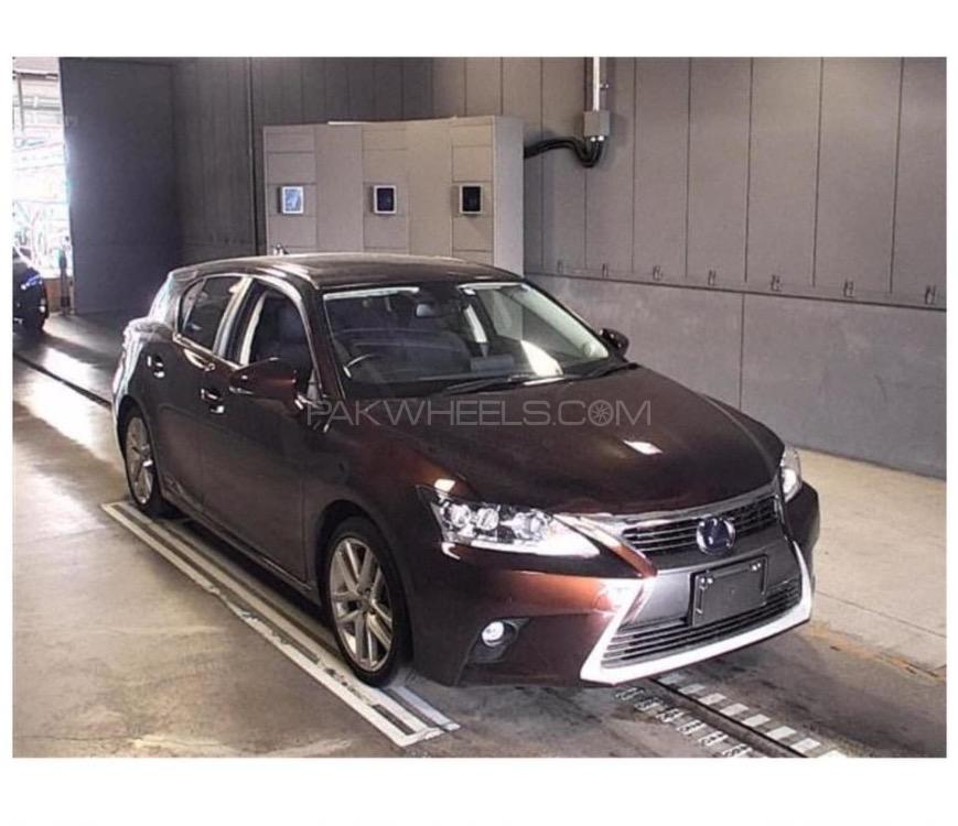Lexus CT200h Version C 2017 Image-1