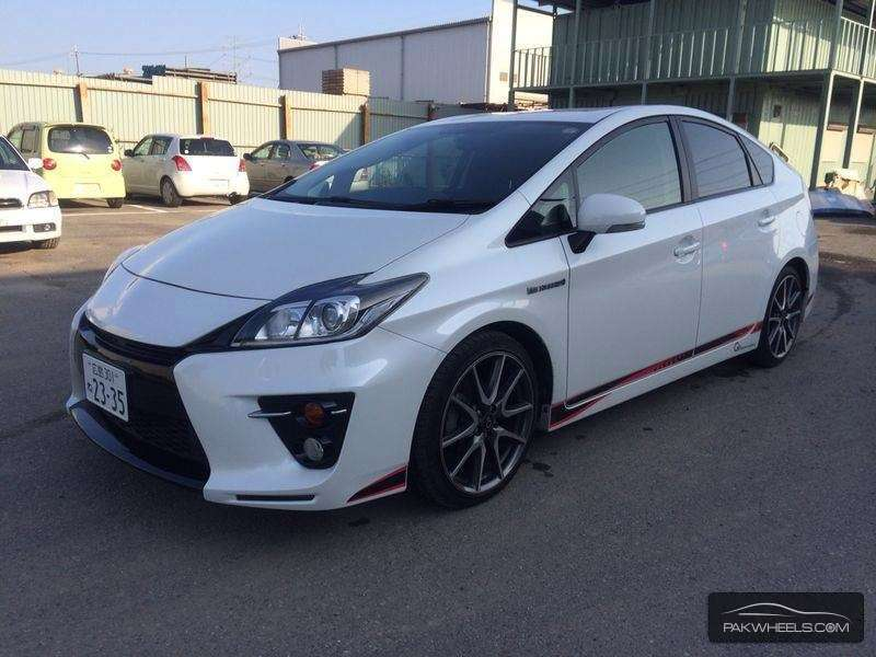 toyota prius cars for sale in lahore verified car ads pakwheels. Black Bedroom Furniture Sets. Home Design Ideas