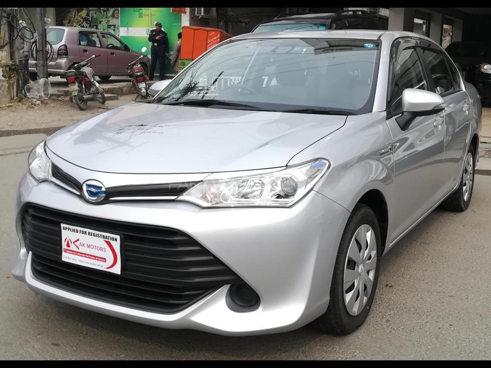 Toyota Corolla Axio Hybrid 1.5 2016 Image-1