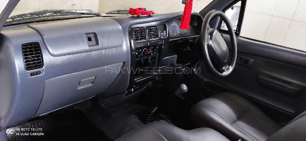 Nissan Pickup 2003 Image-1
