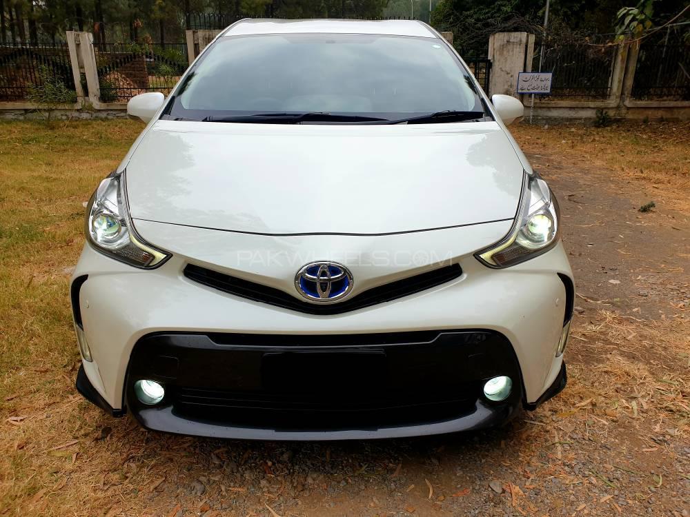 Toyota Prius Alpha G Touring 2015 Image-1