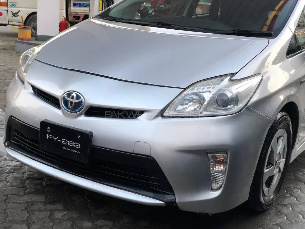 Toyota Prius 2012 Image-1
