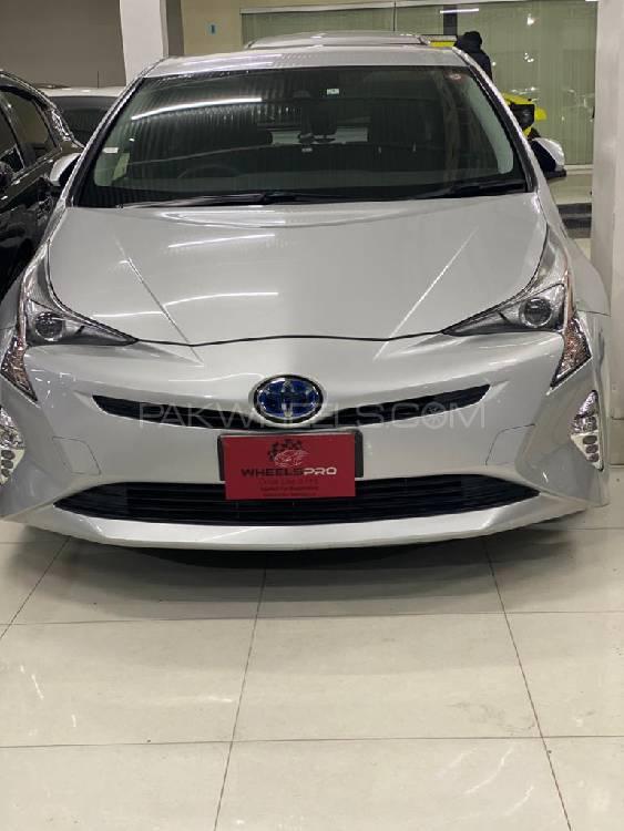 Toyota Prius S 2015 Image-1