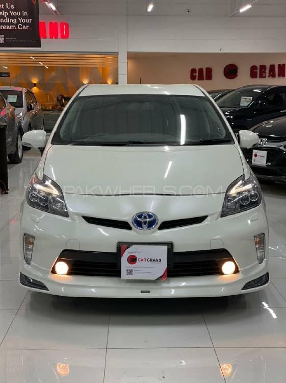 Toyota Prius S LED Edition 1.8 2015 Image-1