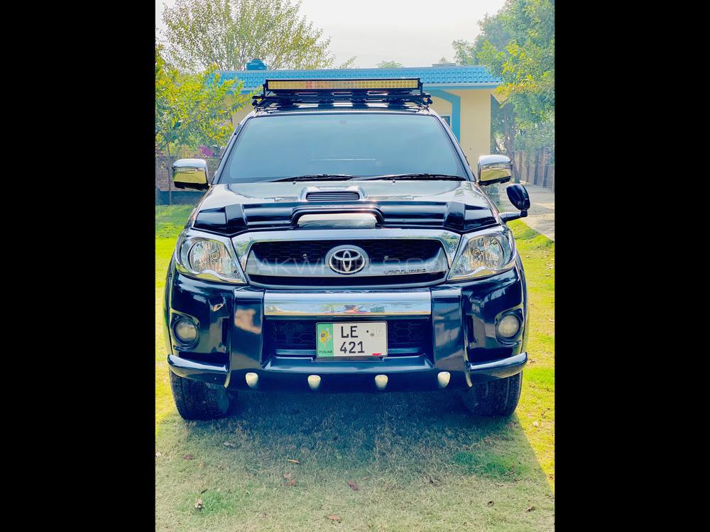 Toyota Hilux D-4D Automatic 2014 Image-1