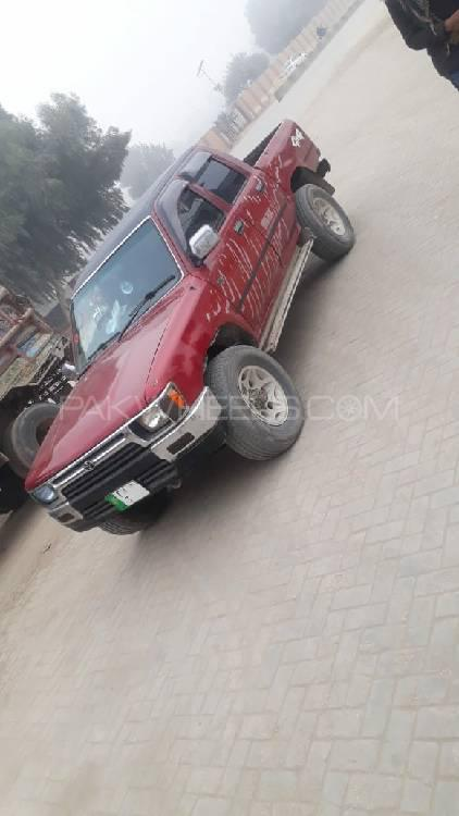 Toyota Hilux 1992 Image-1