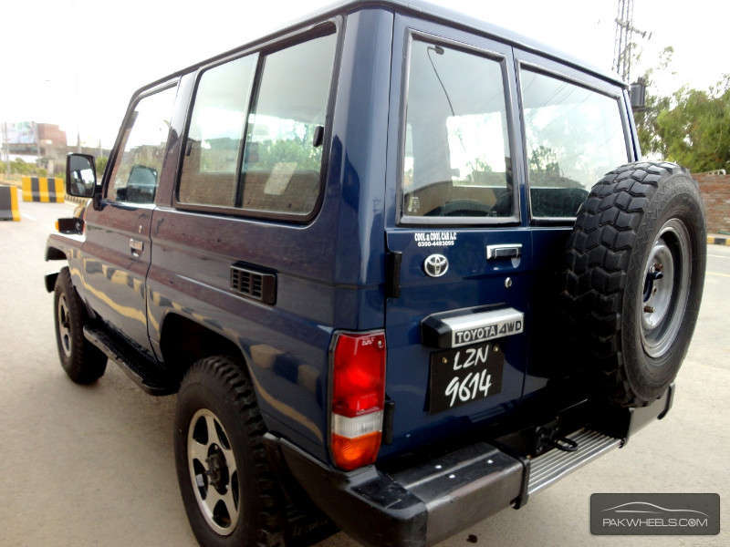 toyota land cruiser 2004 for sale in lahore pakwheels. Black Bedroom Furniture Sets. Home Design Ideas