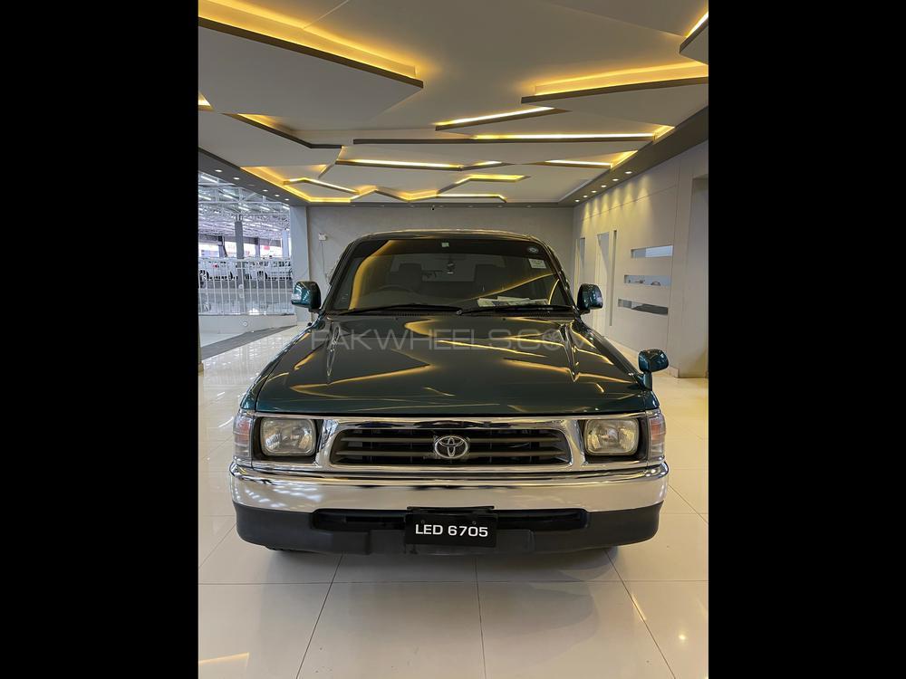 Toyota Hilux 1998 Image-1