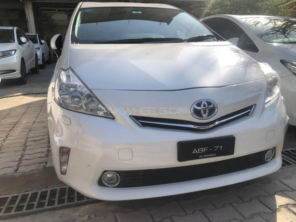 Toyota Prius Alpha S L Selection 2013 Image-1