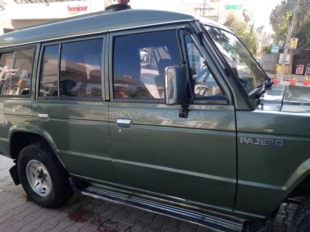 Mitsubishi Pajero 1988 Image-1