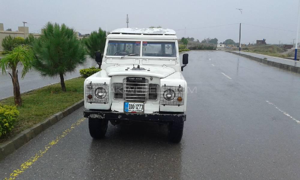 Land Rover Defender 1979 Image-1