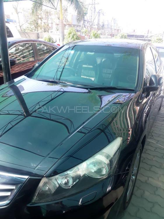 Honda Accord 2011 Image-1