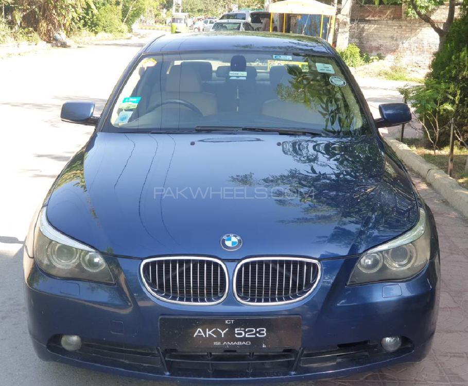 BMW 5 Series 523i 2004 Image-1