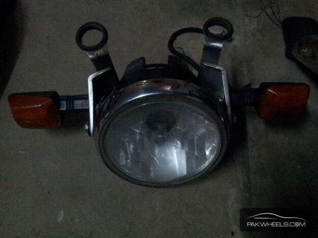 Suzuki 150 Lights, Seat and Side Cover Image-1