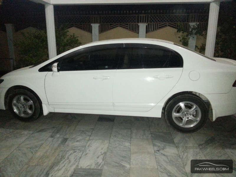 Honda Civic VTi Oriel 1.8 i-VTEC 2011 Image-3
