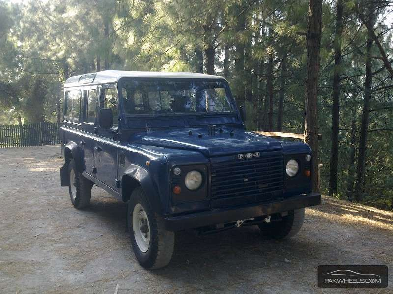 Land Rover Defender 2002 Image-1