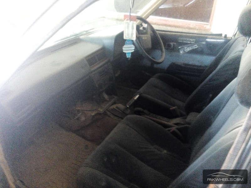 Toyota Corona 1983 Image-5