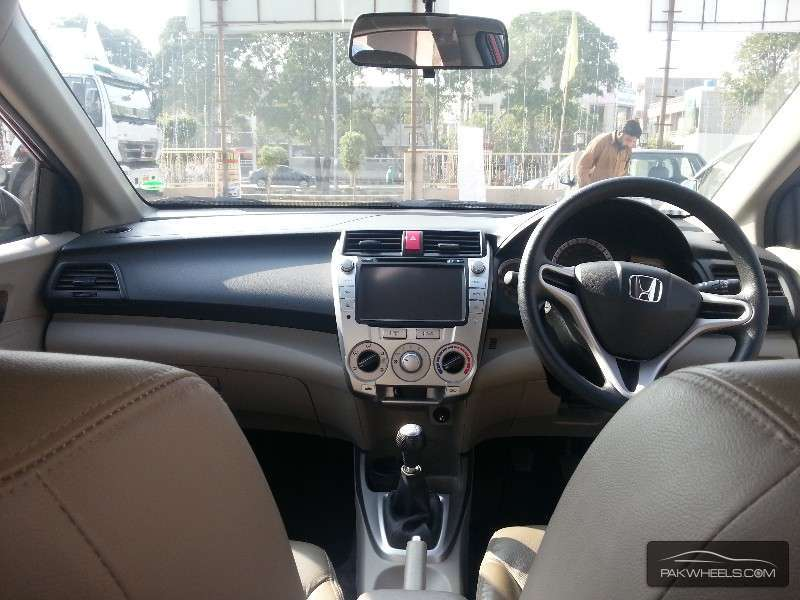 Honda City Aspire 1.5 i-VTEC 2013 Image-9