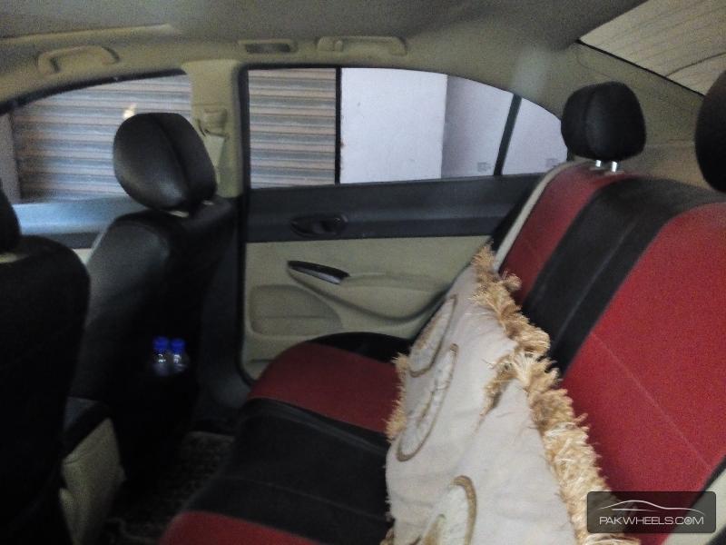 Honda Civic 2008 Image-4