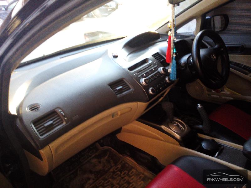 Honda Civic 2008 Image-5