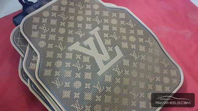 louis vuitton lv floor mats for sale for sale in lahore car accessory 1301164 pakwheels. Black Bedroom Furniture Sets. Home Design Ideas