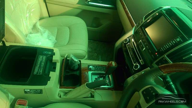 Toyota Land Cruiser ZX 2013 Image-10