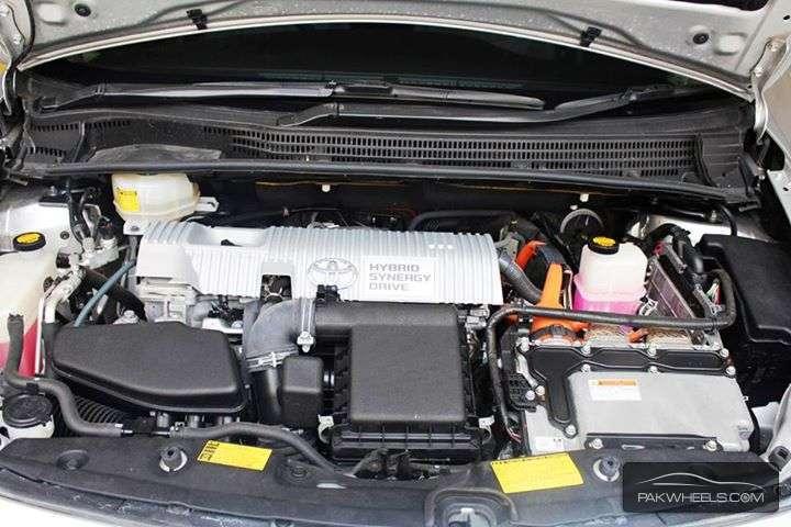 Toyota Prius S 1.8 2011 Image-3