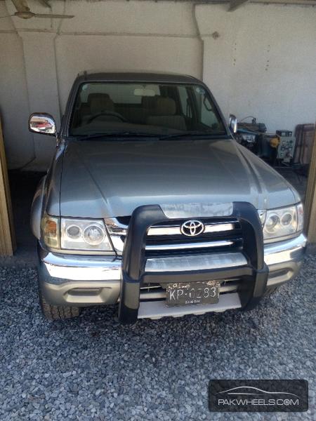 Toyota Hilux D-4D 2004 Image-1