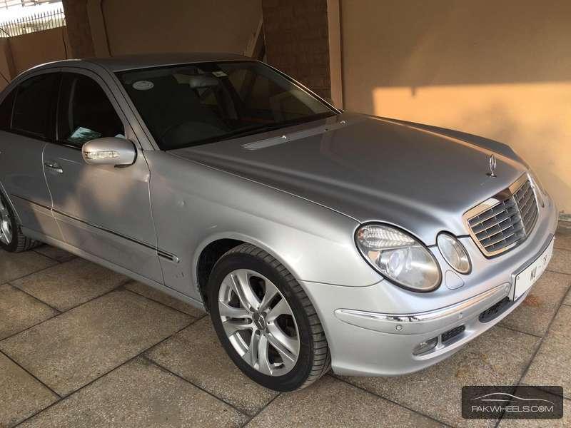 Mercedes Benz E Class E320 2005 Image-2