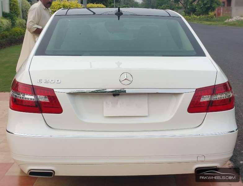 Mercedes Benz E Class E200 2013 Image-2