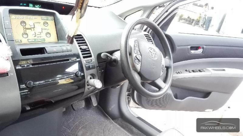 Toyota Prius S LED Edition 1.8 2010 Image-8