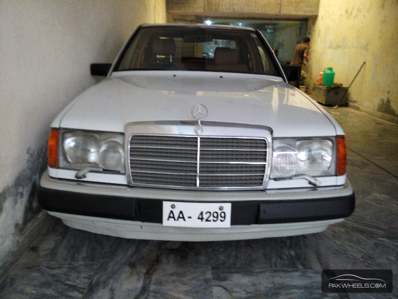 mercedes benz e class e 300 cdi 1990 for sale in lahore pakwheels. Black Bedroom Furniture Sets. Home Design Ideas